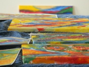 Acrylic-canvases-laid-flat-on-table